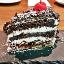 Schwarzwälder Kirschtorte / Black Forest Gâteau Cake (SGD $14) @ Stuttgart Blackforest Boutique S-Café.