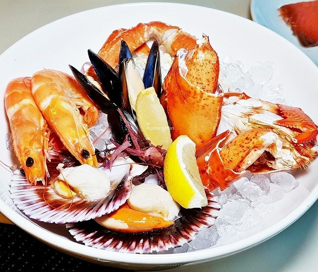 Fresh Seafood Bowl (SGD $118++ per pax buffet) @ Triple Three Restaurant.