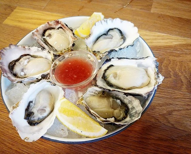 Fresh NZ Oyster $30 for half dozen.