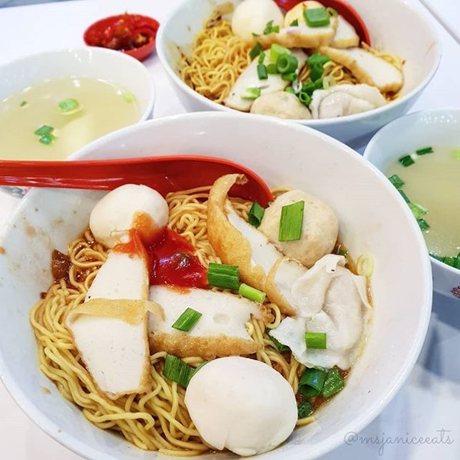 🍲 Signature 85 Fishball Noodle 招牌85鱼圆面 (S$5.00) 🍲  A no-frills bowl of noodles with simple ingredients.