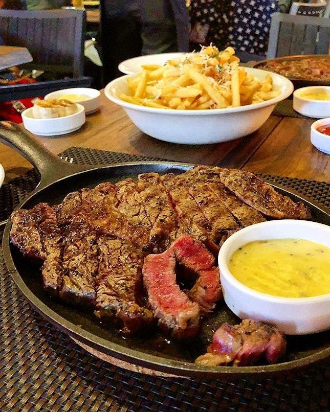 🎂Stuffing the birthday girl full of meat (albeit belatedly 🤣) • • 🥩 Grain-fed USDA Prime Ribeye - all 300g of it 🤩.