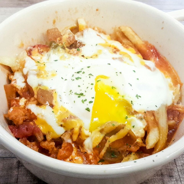 Fries With Meat Sauce & Egg ($6.90)