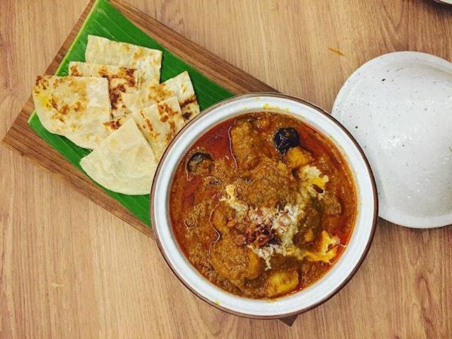 Persian-inspired Massaman Chicken Curry with Crispy Roti ($13.90) from Basil Thai Kitchen #basilthaikitchen