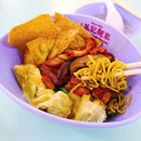 Located at the second level of Hong Lim Food Complex, this noodles shop here shares the same age as Singapore!