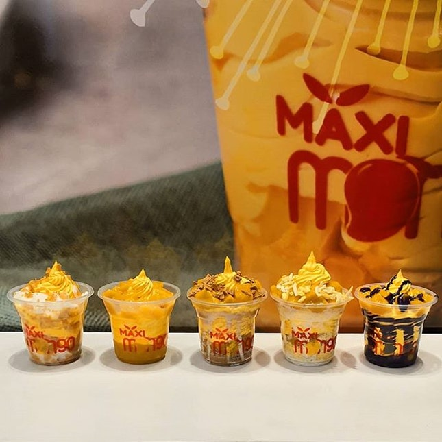 Good news for Mango lovers out here, Maxi Mango, Trending Mango Soft Serve from the Philippines opens their first outlet in Singapore today, at Capitol Piazza.