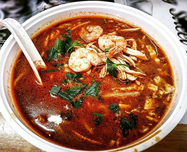 Best Sarawak laksa I tasted so far in Klang valley ∼∼ Though I'm not a huge fan of Sarawak laksa, but this is quite good to my liking; too bad there's no fritters to dip into the soup 😋 *They also served kolo mee, tomato mee & tomato Kuey teow.