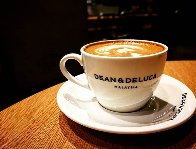 What can be greater than having a cup of hot Latte during the middle of chilly night with nice & comfort ambience...I love HOLIDAYSSS!!