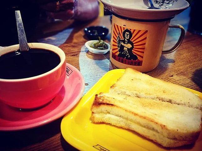 The Great Malaysian Breakfast  Half boiled eggs with roti bakar (RM2) *Insane price*  #tigermama #tigermamanoodlehouse #malaysianbreakfast #kopio #halfboiledegg #rotibakar #burpplekl #burpple