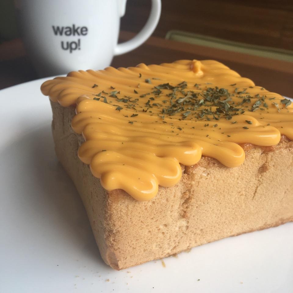 Garlic Cheese Honey Toast   13.9bucks