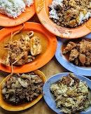 [Loo's Hainanese Curry Rice] .