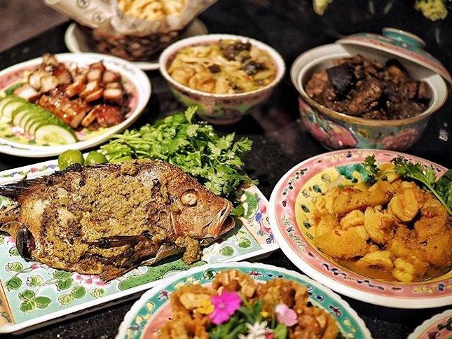 [The Dining Room -Sheraton Singapore] .