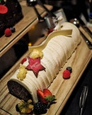 @holidayinnsgatrium Granny Smiths and Coconut Yule Log Cake ($78++ for 8-10 pax).