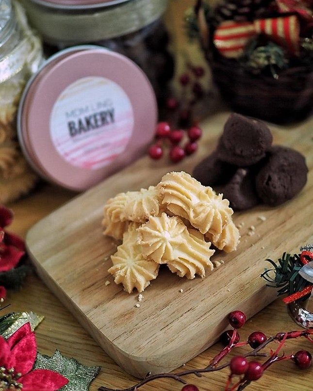 Mdm Ling's Bakery's 2018 Country Christmas Collection featuring the New Zealand's Premium Anchor Butter Cookie and California Almond Chocolate Cookies priced at $16.80 per festive 'barrel' .