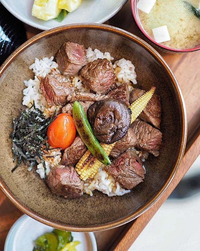 The new concept at Alley on 25, Teppan Chef's Table at @andazsingapore offers weekday Japanese Donburi set lunch available from 12:00 PM - 2:30 PM.