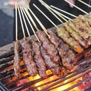Flaming from 1 to 11 August 2019, Town Restaurant @fullertonhotel will be grilling up skilful sticks of Chim's Satay over charcoal fire alongside local grill delicacies by the river!