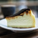 One of the better Burnt Cheesecake in Singapore @thekinscafe I can finish this all by myself and wish for 2nd serving .