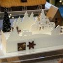 Ivory Christmas Celebration Log Cake ($108.00 nett / 1 kg)