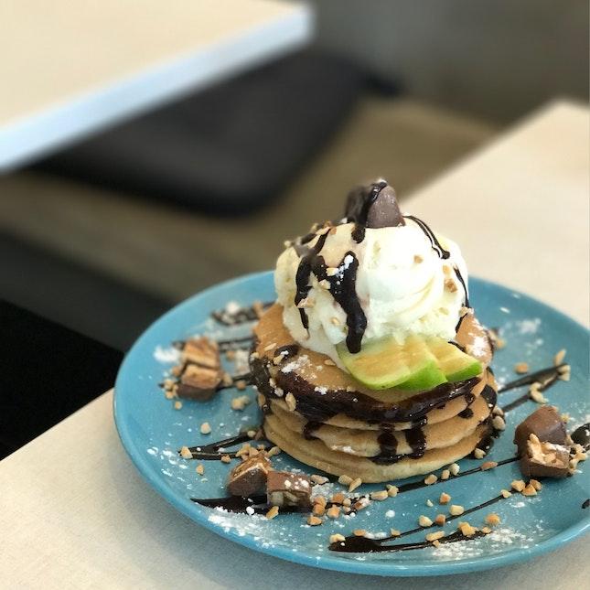 Snickerlicious Pancakes (RM18.90)