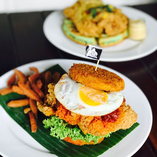 Nasi lemak burger [$20++] Finally a nasi lemak burger with leggit 'nasi'!