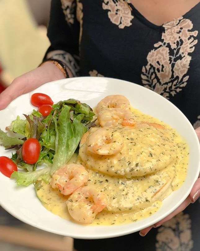 Garlic butter prawn pancakes [$19++] .
