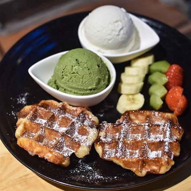 Double gelato waffle [11,000 KRW ~> $13.20] .