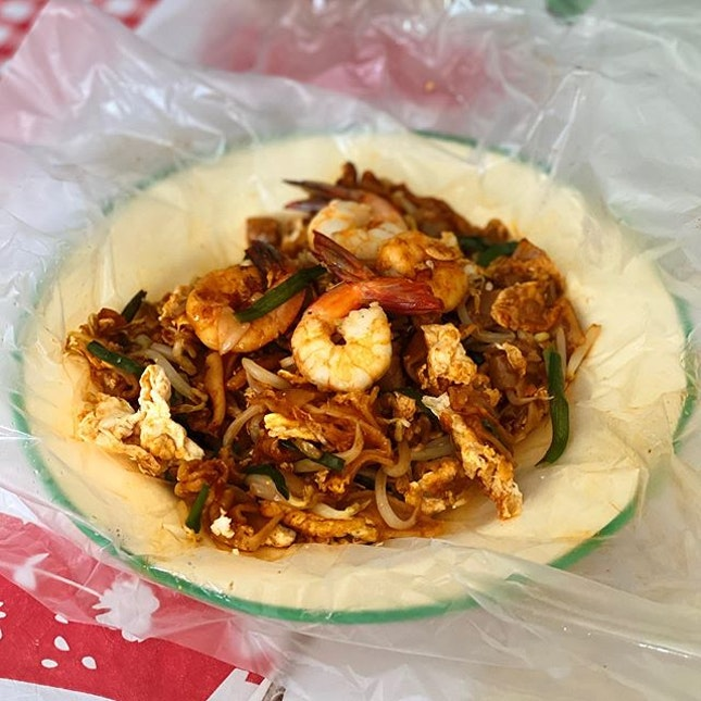 Wanted to find something pink to eat on this #PinkDot12 weekend but when I saw char kway teow was available....