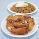 Yan Fried Bee Hoon: Not sure if this is the stall which our dear PM Lee queued 20-30 mins at for chicken wings 5 years ago because apparently they have relocated elsewhere but there are newspaper clippings plastered at the stall featuring PM Lee's queueing?