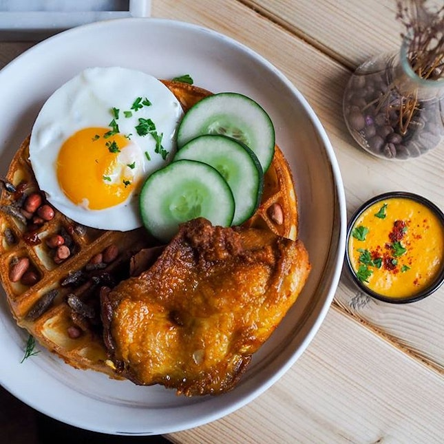 Reminding me oddly of a Chicken Rice Waffle I had last year, the recent revamp at Montana led them to introduce a delicious-sounding Nasi Lemak Waffle.