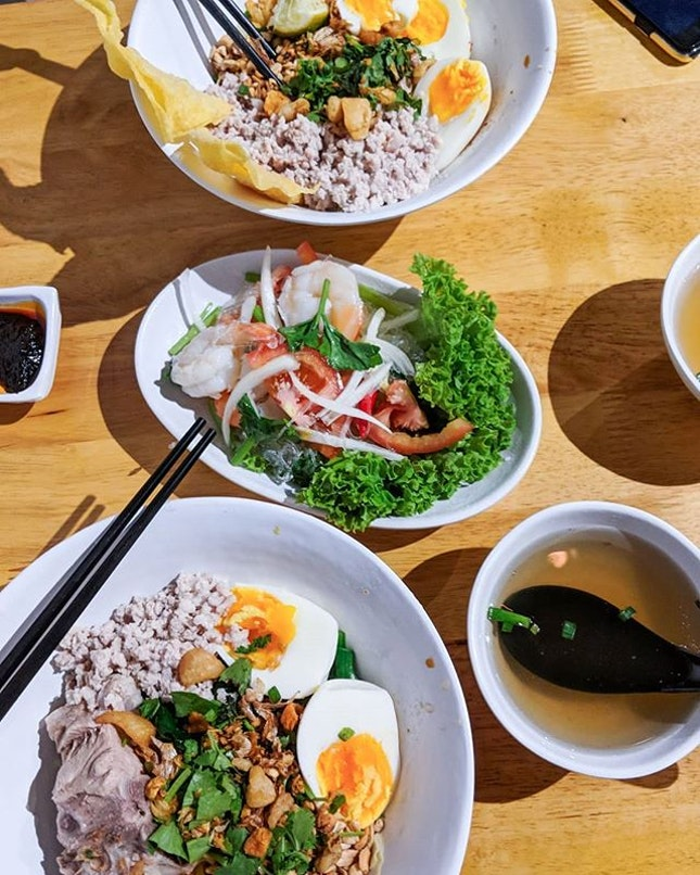 Tan Quee Lan is like an oasis of good eats and near the top of my list is Kinmoo. For an affordable $7.90, you get chewy springy noodles tossed in fragrant pork lard set in a salty flavorful sauce before being topped with a copious amount of minced meat and a block of ribs.