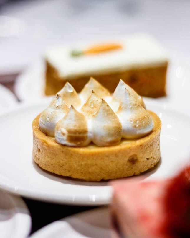 I personally tend to find lemon meringue tarts so difficult to resist and on most ocassions so simple to satisfy; the sweet and sour balance of flavours easily pleases my palate without getting overwhelming in taste with help from a buttery base.