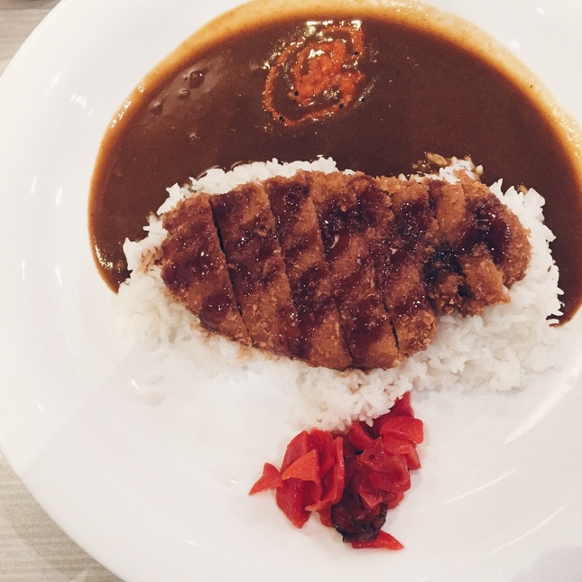 Monster Curry serves with monster-sized plates