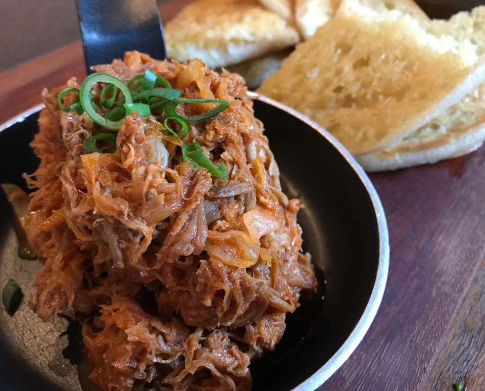 Juicy Pulled Pork With Toasted Bread