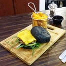 Tried this wagyu charcoal burger at Cheng's last friday.