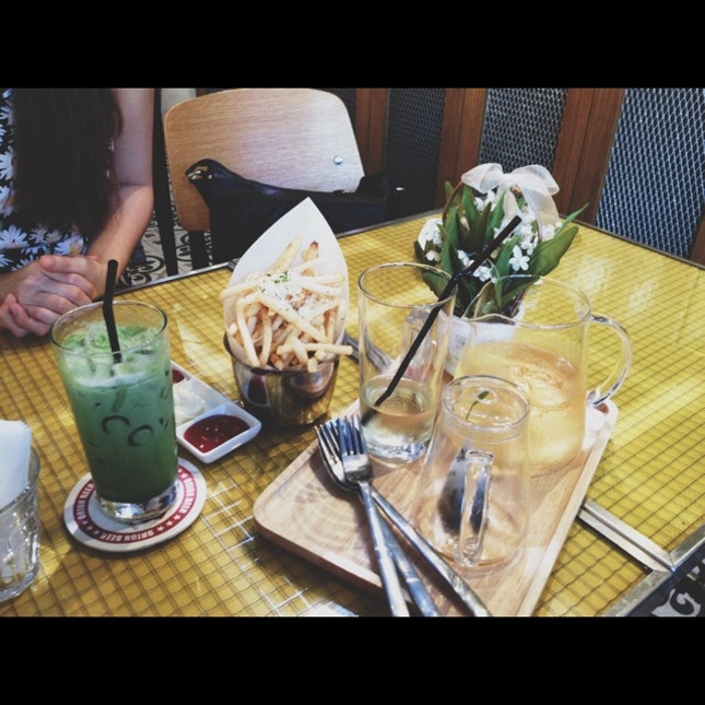 Truffle Fries, Ginger Apple Tea And Matcha Latte