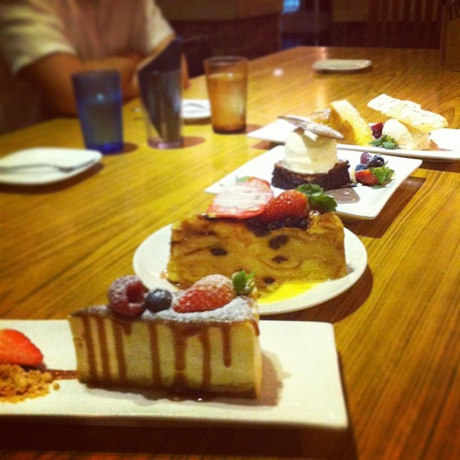 "Desserts at coastal settlement tonight which were soso. I wouldn't travel all the way there just to have desserts but really love the ambience and their main food is pretty gd(: highlights of the night include amazing pasta at changi village hotel (which I completely forgot to take any pics there!) and feeling more at home with the future extended. Also was quite nice not being the newest member of the ""family"" HEH. Now to crash for the early morning!"