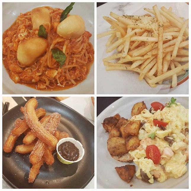 chilli crab linguine (with mantous!!) // hello truffle (fries) // housemade churros (definitely one of the better ones around) // truffle salmon scrambled eggs - as always, habitat didnt disappoint with the quality food!