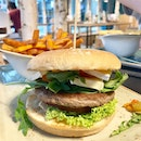 I'm not even going try to pronounce this - I had the SOMMERNACHT - basically beef patty, Brie, grilled vegetable tartare & rocket leaves on a Sourdough bun.