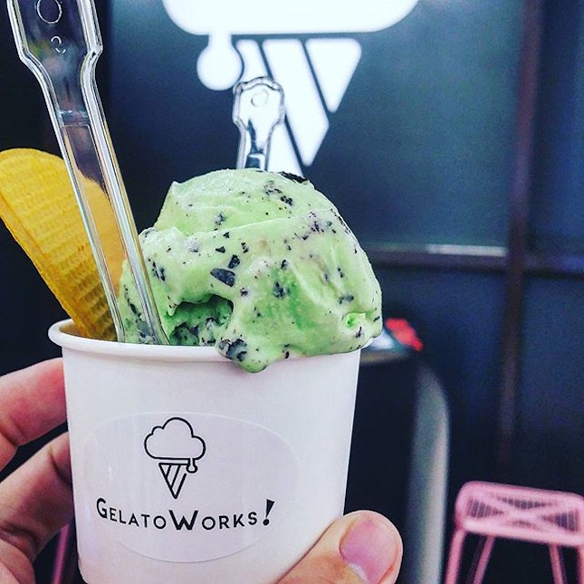 Two scoops of gelato ($6.90)  After eight (chocolate mint) and dark truffles, the two flavour combination that i love the most.