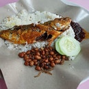 In a straight fight between Malay nasi lemak and the Chinese-styled versions, always go for the former.