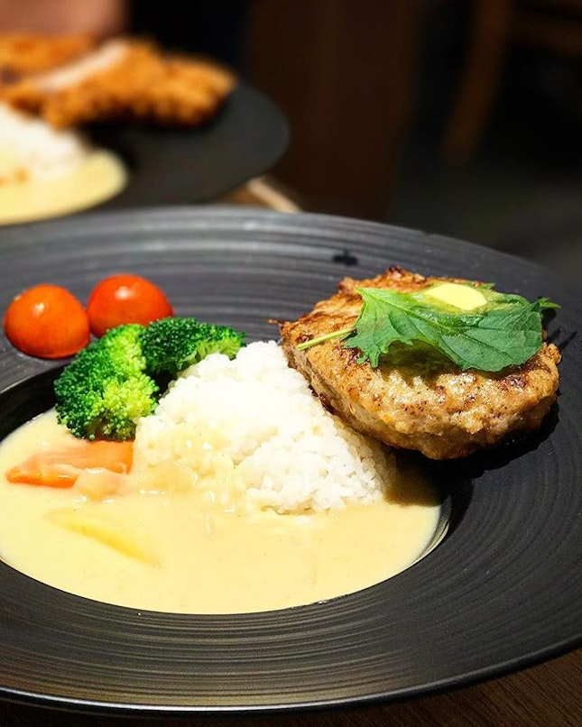 One of the most tender hamburg patties I've had 😋, paired with rich, creamy Hokkaido white curry (made with Hokkaido milk) - what's not to like??