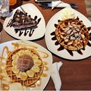 Waffles & Cakes