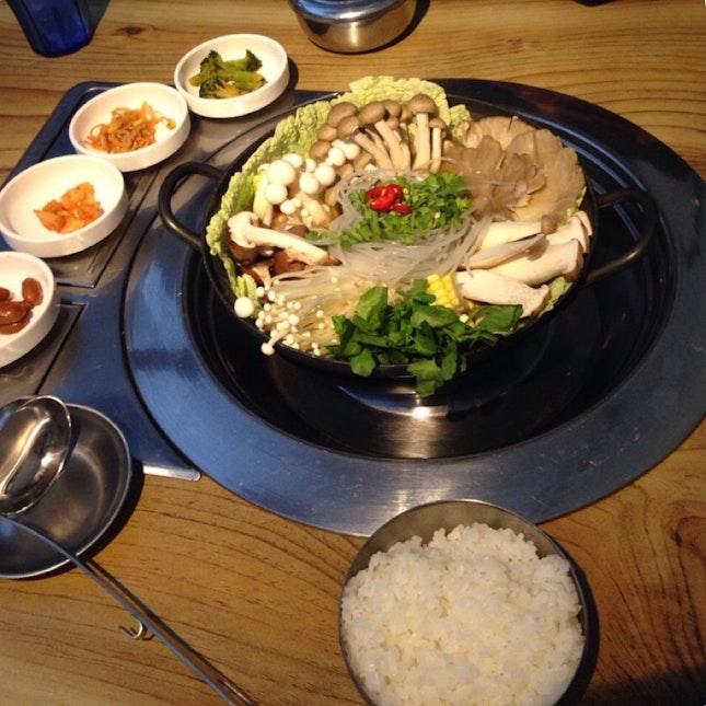 Majestic Beoseot (Korean Mushroom Steamboat)