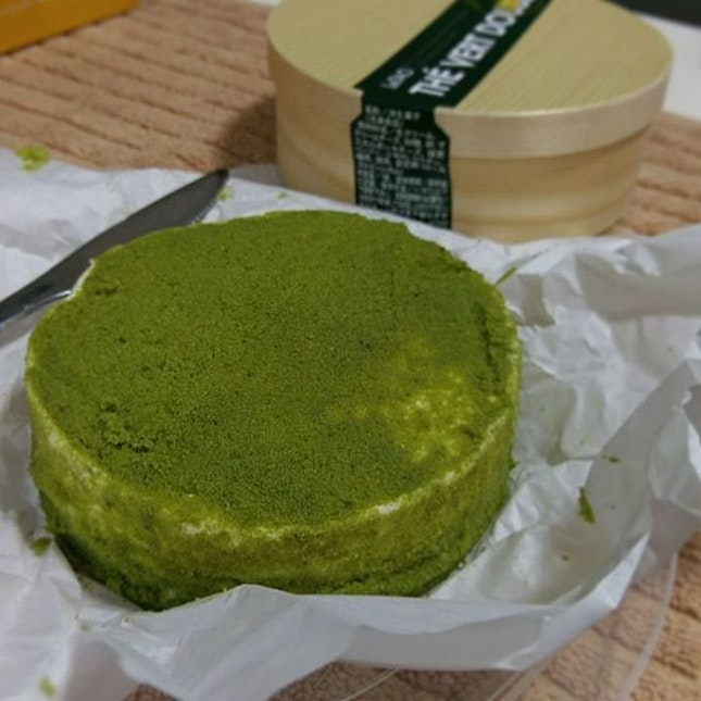 #LeTao's limited edition Matcha Fromage #Cheesecake is deadly 😍😍😍 #burpple