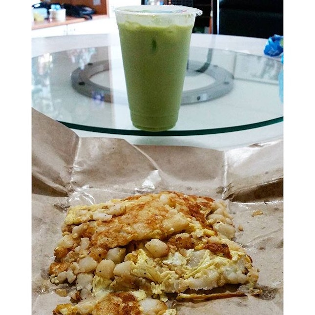 carrot cake & king avocado juice on a rainy day!