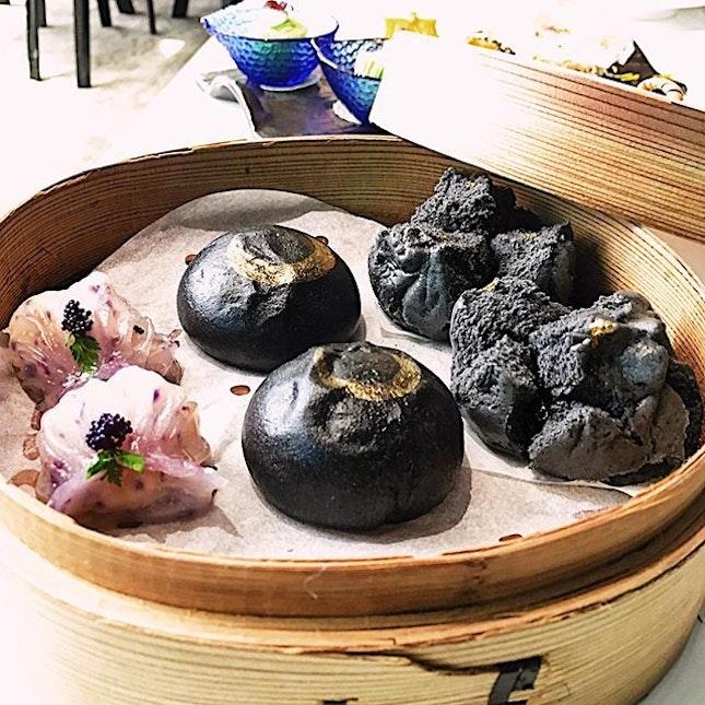 #dimsum #thursdate at Mitzo where chi chi dim-sum meets quality • this was part of 4 course set lunch ($38) and I chose the prawn dumpling w caviar, custard lava bun and charcoal bbq pork bun • 😍 the custard bun...