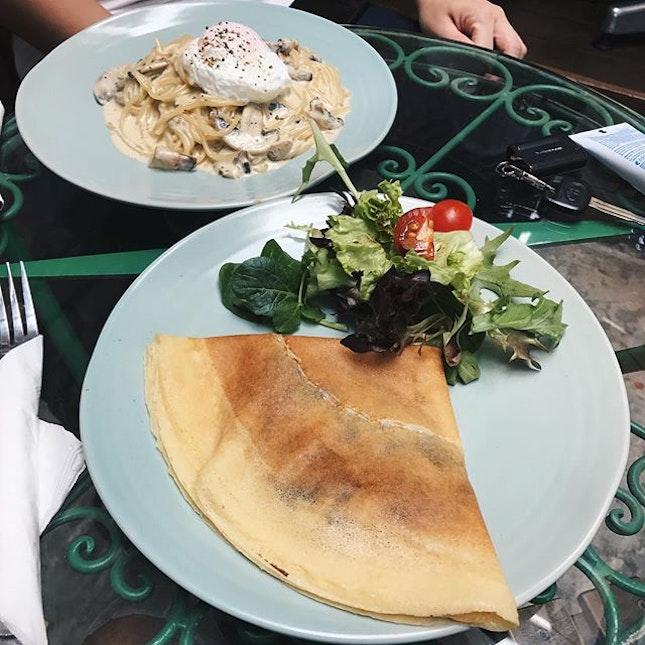 Garlic Mushroom and Mozzarella Cheese Crepe