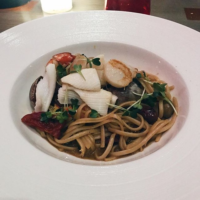 seafood linguine — one of their recommended dishes, definitely strays away from the italian style and more towards a singaporean take on it.