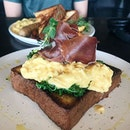 truffle eggs prosciutto (S$22) that tasted like an absolute dream ~~~ thick buttery and fluffy brioche as the base, layered with a generous bed of kale, intense truffled and creamy scramble and ofc the prosciutto.