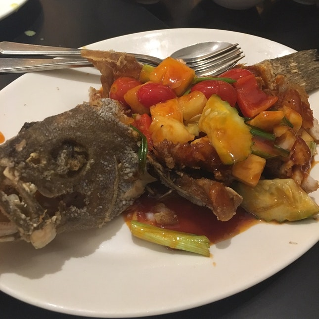 Crispy whole fish with mango salad