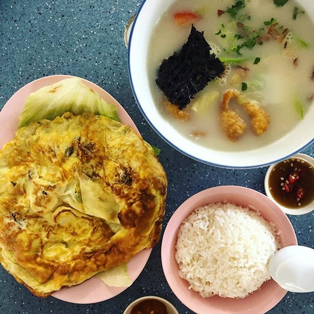 Famous Fish Soup with less famous oyster omelette.